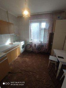 Здам 1 кімнатну квартиру р-н Рагсу вул.Кравчука косметичний ремонт ,меблі ,побутова техніка. Можуть бути працюючі або студенти. Ціна 4000+ Здана